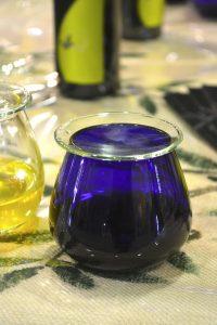 bicchiere-blu-assaggio-olio