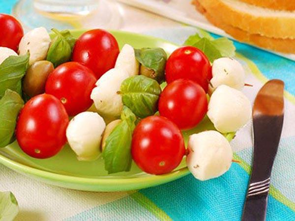 spiedini mozzarella e pomodori